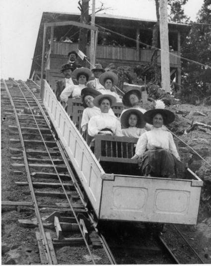 Incline Photo_of_a_Manitou_Incline_Railway_box_car,_1908