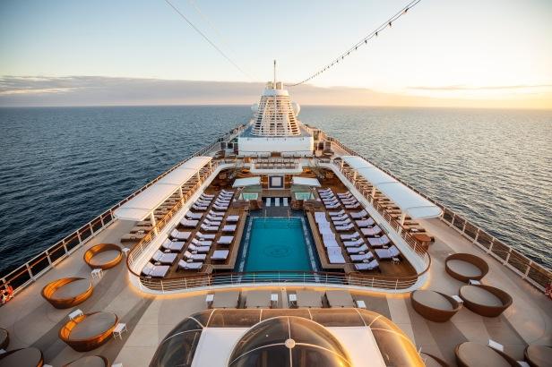 Seven Seas Splendor_Pool Deck (c) Regent Seven Seas Cruises