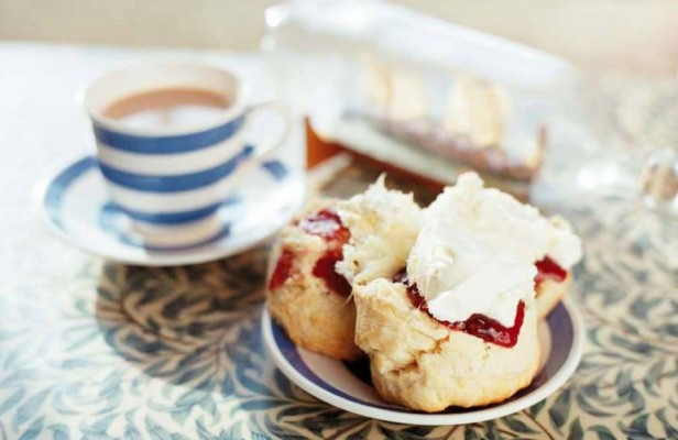 cream-tea-cornwall-carnewas-tearoom-bedruthan-steps